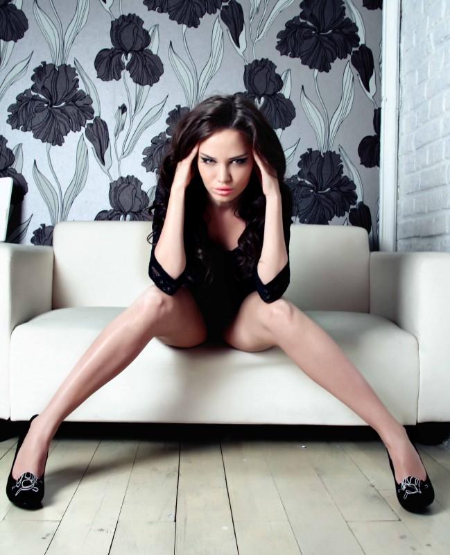 BongaCams model HotSasha spreading legs